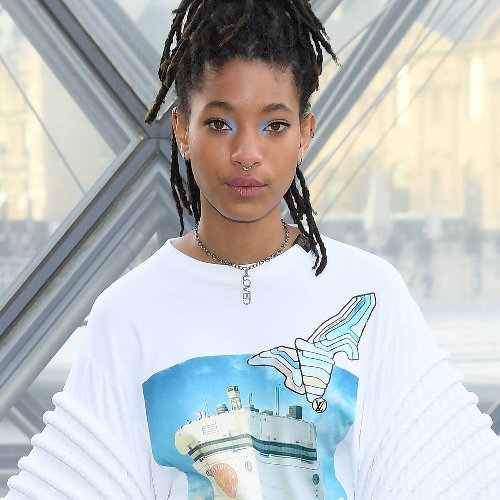 "Willow Smith Recalls Experiencing ""Fits of Jealousy"" During Discussion on Polyamory"